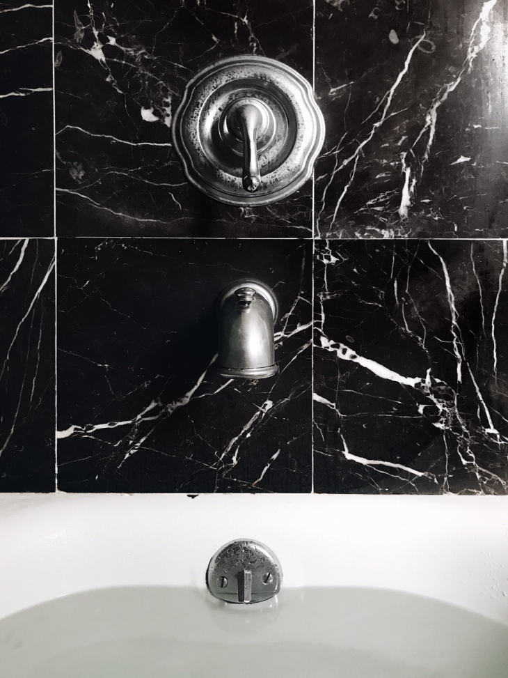 Black marble bath tub