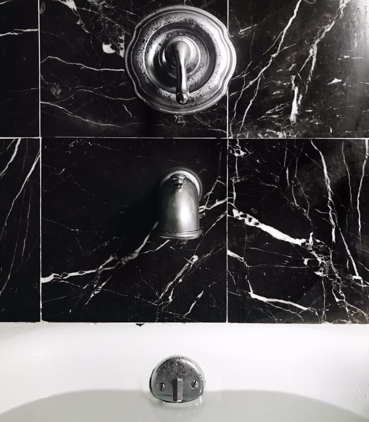 Black marble bath tub